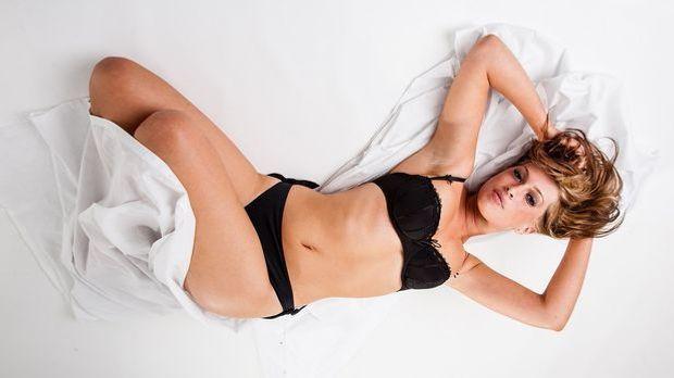 Bei einer Yoni-Massage kann die Frau ohne Orgasmus-Druck und ohne etwas zurüc...