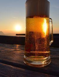 Bierkrug mit Bier gefüllt