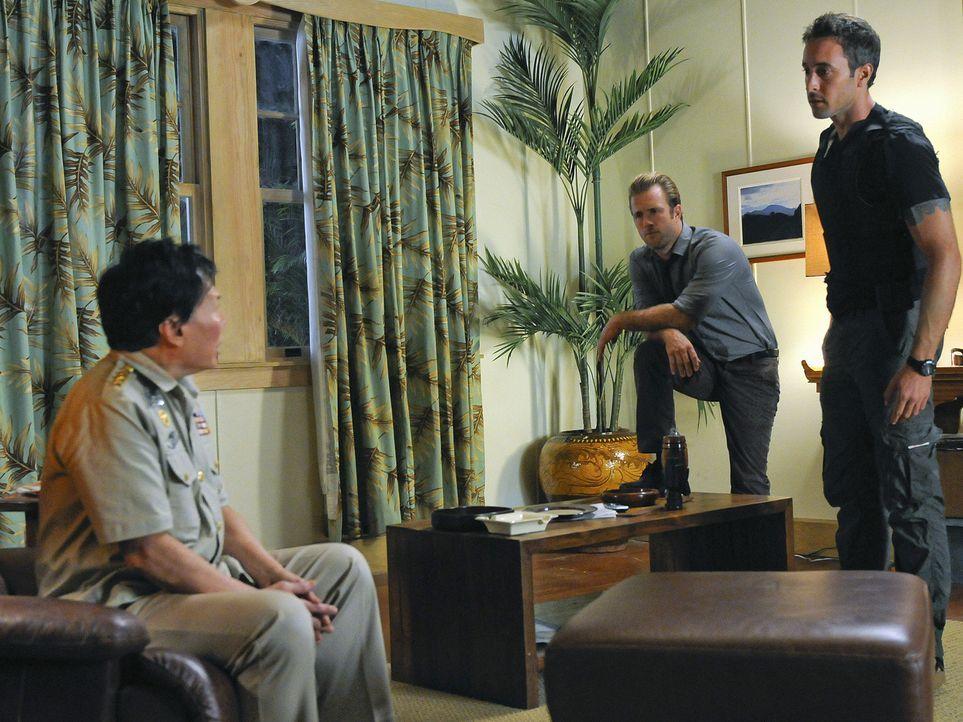 Der neue Fall von Steve (Alex O'Loughlin, r.) und Danny (Scott Caan, M.) erweist sich als kompliziert, weil General General Pak (Ric Young, l.), der... - Bildquelle: TM &   2010 CBS Studios Inc. All Rights Reserved.