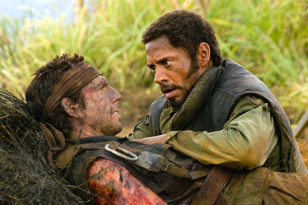 Treue Freunde: Tugg (Ben Stiller, l.) und Kirk (Robert Downey Jr., r.) gehen gemeinsam durch dick und dünn. Als Tugg von den Mitgliedern der Drogenm... - Bildquelle: 2008 DreamWorks LLC. All Rights Reserved.