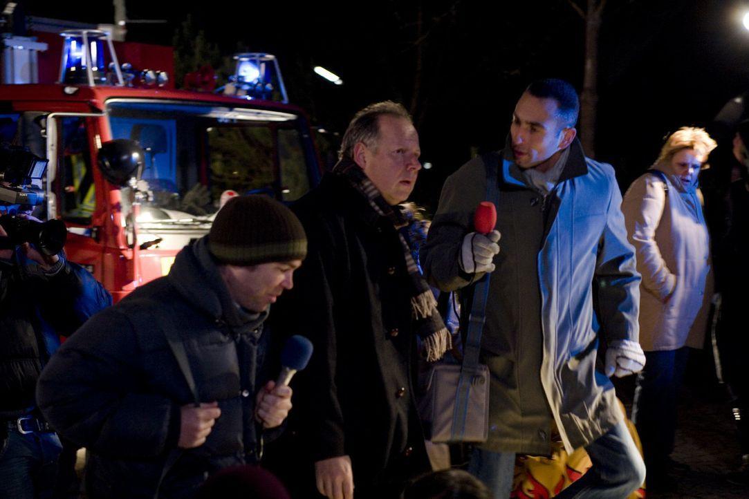 In dem kleinen Ort Schönburg kommt es zu einer Tragödie als die Tribüne der örtlichen Eislaufhalle einstürzt und einen Menschen unter sich begräbt.... - Bildquelle: Christian Hartmann SAT.1