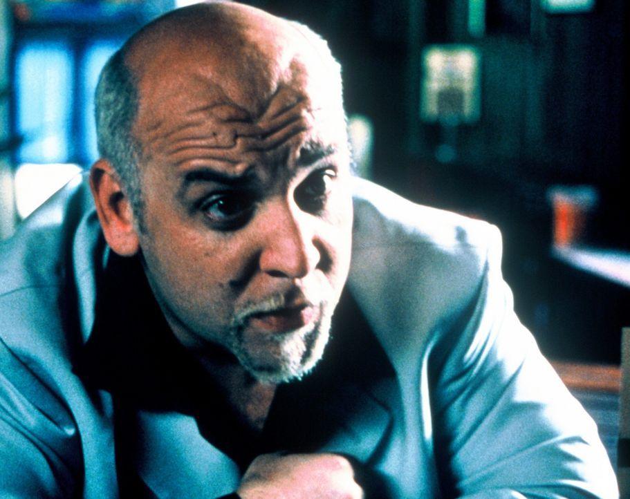 Obwohl Volkoff (Velizar Binev) Jimmy eine ordentliche Finanzspritze verspricht, wenn dieser ihn zu dem Wrack führt, weigert sich dieser strikt. Den... - Bildquelle: Nu Image