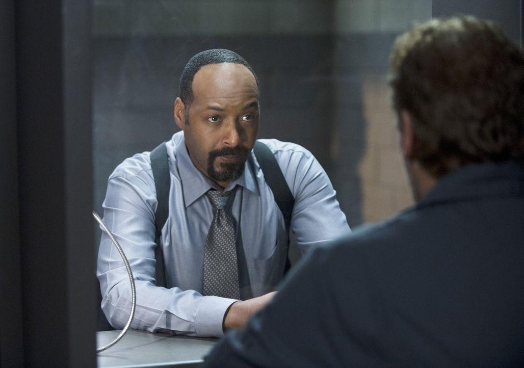 Barry und sein Team verfolgen einen Schurken namens The Mist, der die Fähigkeit besitzt, giftiges Gas freizusetzen. Währenddessen bekommt Henry (Joh... - Bildquelle: Warner Brothers.