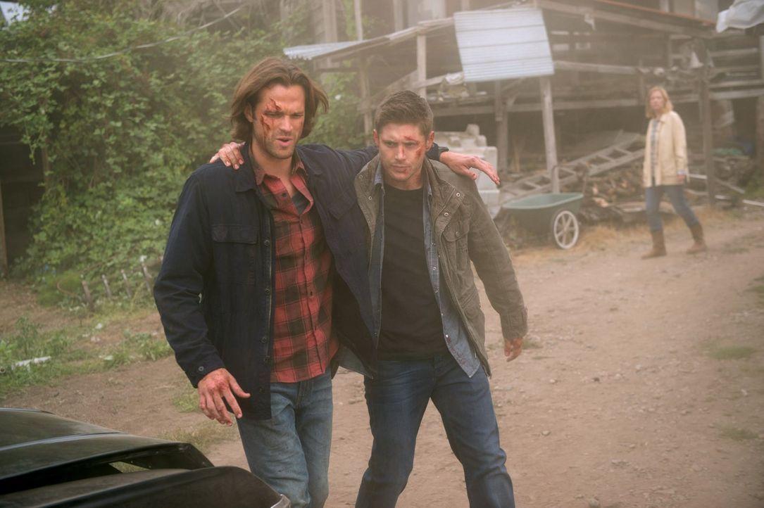Als Sam (Jared Padalecki, l.) und Dean (Jensen Ackles, r.) sich auf den Weg zu einem neuen Fall machen, ahnen sie noch nicht, dass sie es schon bald... - Bildquelle: 2014 Warner Brothers