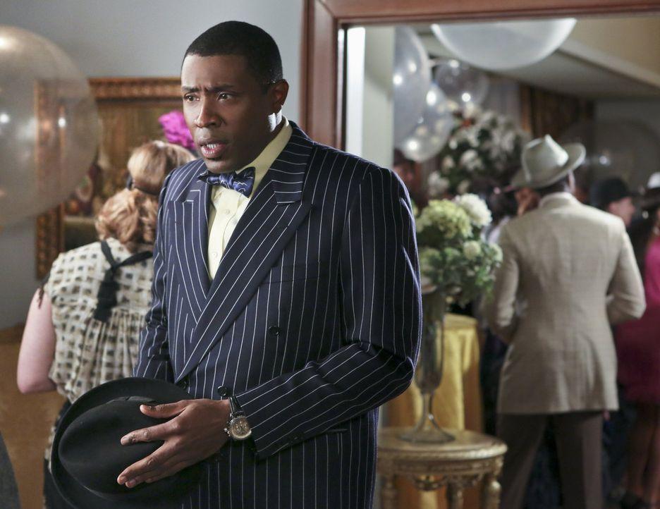 Ist es wirklich eine gute Idee, dass Lavon (Cress Williams) bei  den Vorbereitungen der Willkommensparty für Lemon hilft? - Bildquelle: Warner Brothers