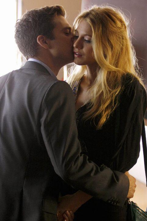 Serena (Blake Lively, r.) ist sich nicht sicher, ob sie Carter (Sebastian Stan, l.) trauen kann ... - Bildquelle: Warner Brothers