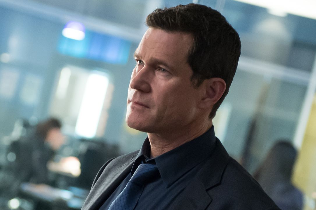 In großer Sorge um Carrie: Al (Dylan Walsh) ... - Bildquelle: 2014 Broadcasting Inc. All Rights Reserved.