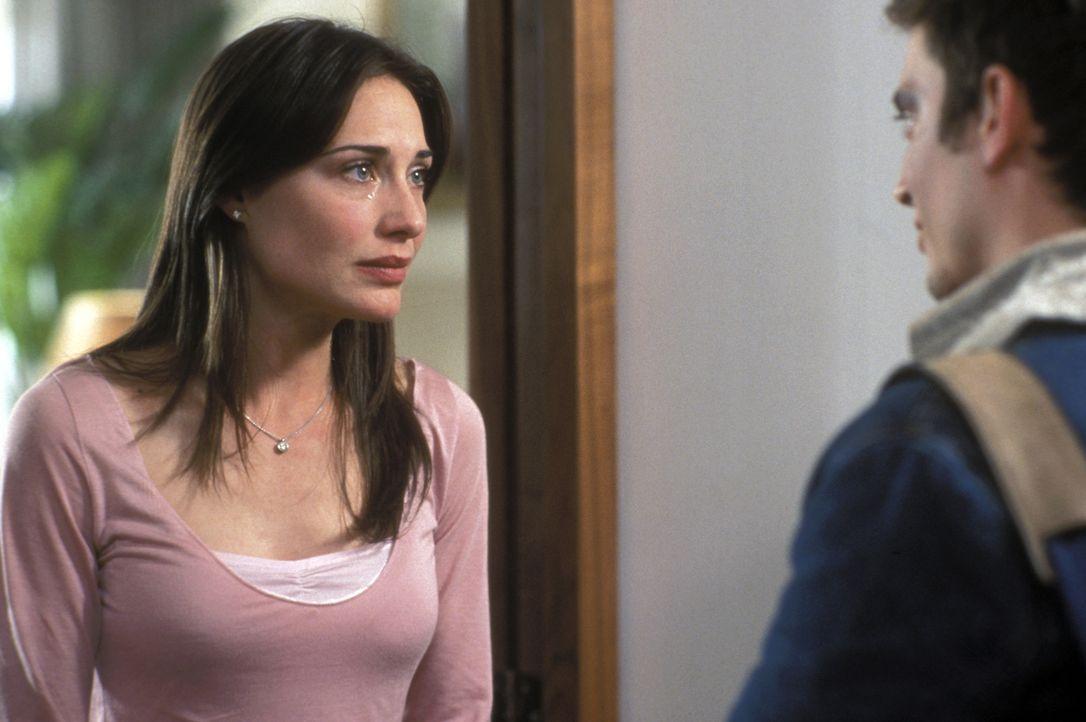Verzweifelt versucht Shannon (Claire Forlani, l.) ihren Bruder aus dem Hooligan-Sumpf ihres Mannes fernzuhalten. Doch Matt (Elljah Wood, r.) ist dem... - Bildquelle: Odd Lot Entertainment