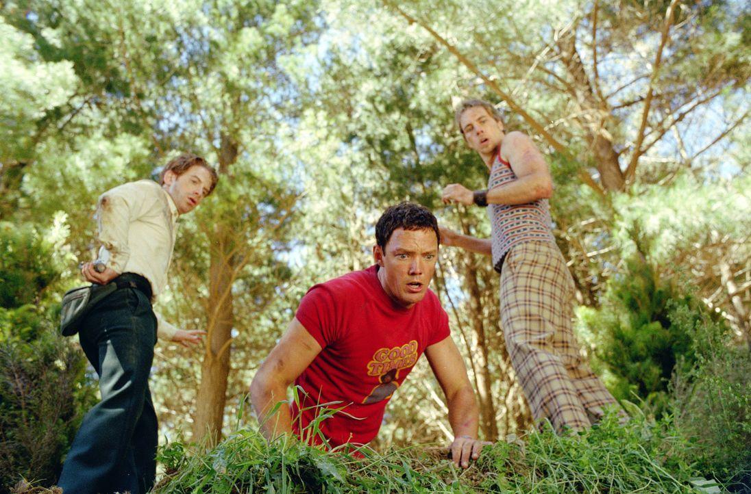 Mit einem Kanu machen sich die drei Freunde (v.l.n.r.) Dan (Seth Green), Jerry (Matthew Lillard) und Tom (Dax Shepard) auf die Schatzsuche - denn To... - Bildquelle: Paramount Pictures