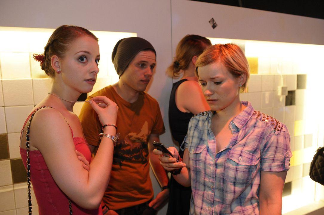 Jenny und Emma können Stefan nicht davon überzeugen, dass Jenny clean ist und Ronnie ihr die Drogen nur untergeschoben hat. Ihr droht nun der Aufe... - Bildquelle: SAT.1