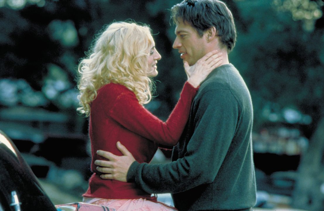 Als Daniel (Harry Connick jr., r.) erkennt, dass Colleen (Sarah Jessica Parker, l.) ihm bereits Mordopfer Dick abgenommen hat, entflammt er in tiefe... - Bildquelle: 2004 Sony Pictures Television International. All Rights Reserved.