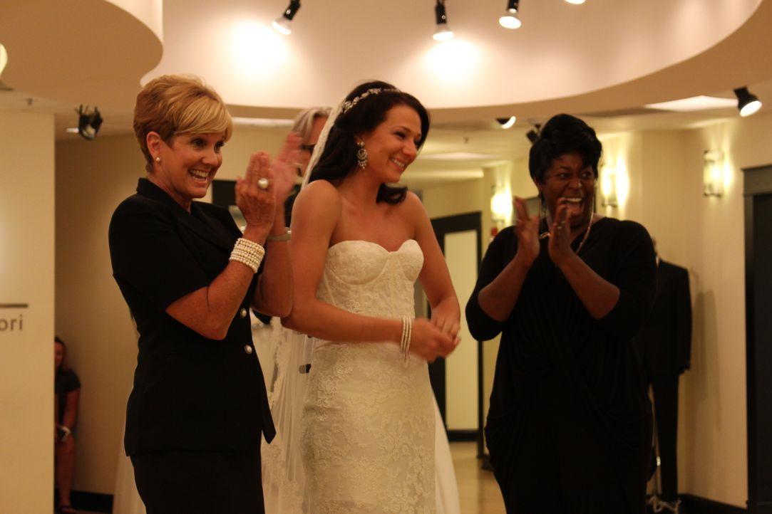 Wenn die Eltern der Braut weit weg wohnen, dann spielen Lori (l.) und Monte auch gerne Mom und Dad. Tiffany (M.) ist sehr dankbar dafür ... - Bildquelle: TLC & Discovery Communications