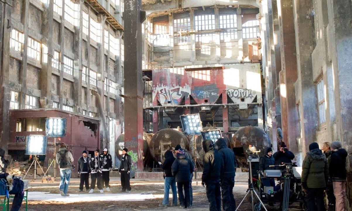Am Set von Blutzbrüdaz - Bildquelle: Gordon Mühle 2011 Constantin Film Verleih GmbH