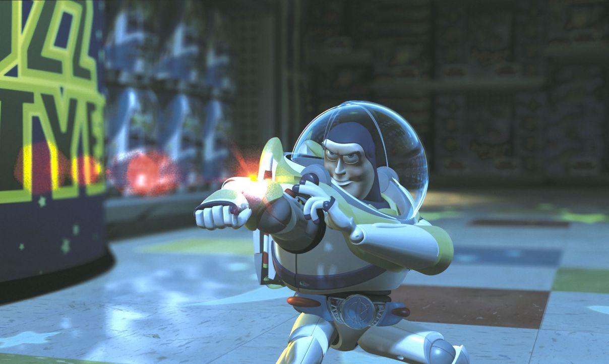 Cowboy Woody wurde entführt! Da gibt es für seinen besten Freund Space Ranger Buzz Lightyear (Bild) nur eines: raus aus der Spielzeugkiste und rein... - Bildquelle: Buena Vista International Television