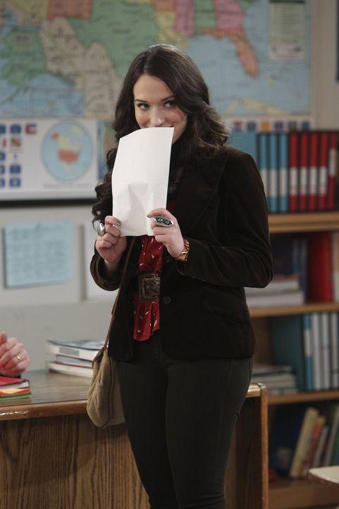 Holt ihren Highschool-Abschluss erfolgreich nach: Max (Kat Dennings) ... - Bildquelle: Warner Bros. Television