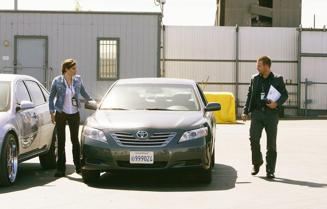 Ermitteln in einem neuen Fall: Special Agent G. Callen (Chris O'Donnell, r.) und Special Agent Kensi Blye (Daniela Ruah, l.) ... - Bildquelle: CBS Studios Inc. All Rights Reserved.