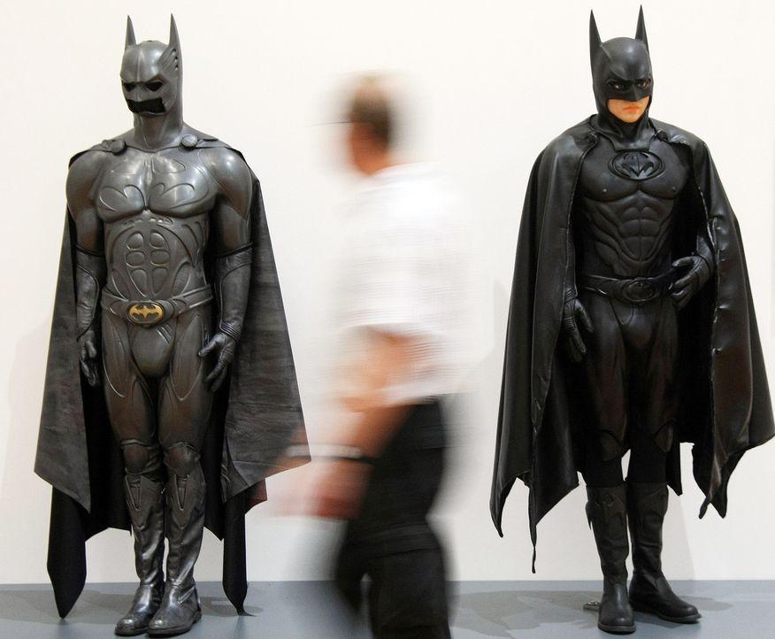 Batman-Originalkostueme-dpa - Bildquelle: dpa