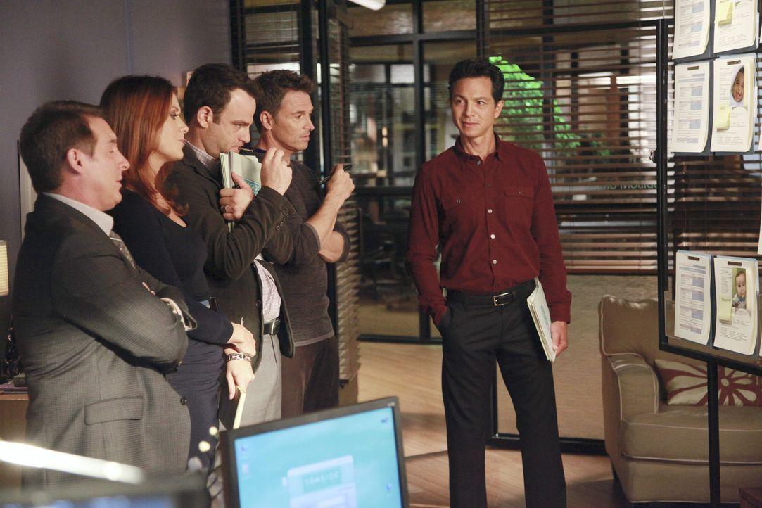 Einen geeigneten Samenspender zu finden ist nicht einfach, deshalb bittet Addison (Kate Walsh, 2.v.l.) die Männer in der Praxis um Hilfe: Sheldon (... - Bildquelle: ABC Studios