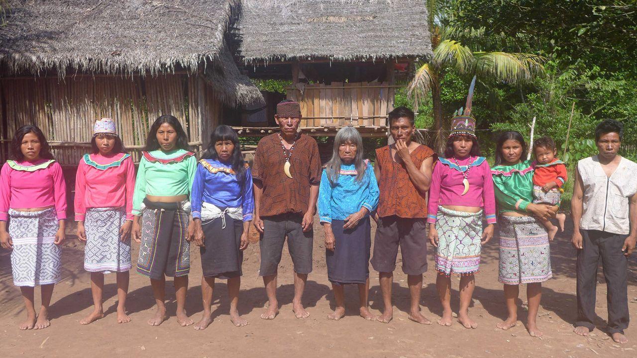 Bei Soy und Carmen, Angehörigen eines Stammes der Shipibo-Indianer, sollen Dennis und Christian lernen, was es bedeutet, Verantwortung zu übernehm... - Bildquelle: SAT.1