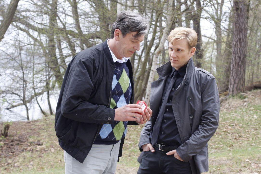 Philip (Philipp Romann, r.) gerät in Versuchung, Julius' (Günter Barton, l.) Tod in Kauf zu nehmen ... - Bildquelle: SAT.1