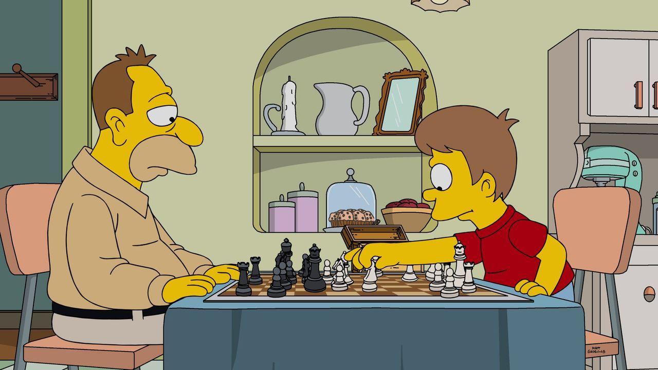 Schon als kleiner Junge spielte Homer (r.) mit seinem Vater Abraham (l.) Schach, kein Wunder also, dass er sein Talent im Laufe der Zeit immer mehr... - Bildquelle: 2016-2017 Fox and its related entities. All rights reserved.