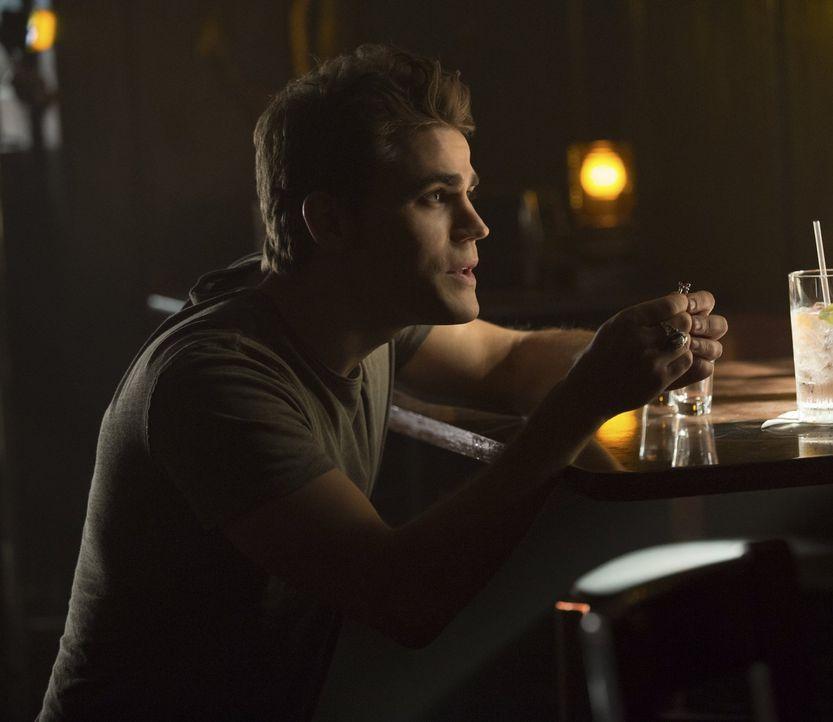 Was hat Stefan (Paul Wesley) bloß vor? - Bildquelle: Warner Bros. Entertainment, Inc