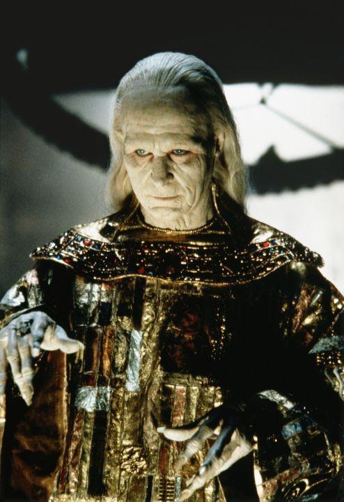 Im Krieg gegen die Türken verliert der gottesfürchtige Fürst Dracula (Gary Oldman) seine über alles geliebte Braut Elisabeta .... - Bildquelle: Columbia Pictures