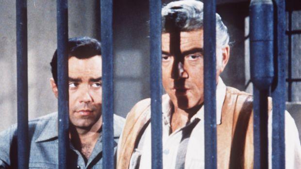 Adam Cartwright (Pernell Roberts, l.) und sein Vater Ben (Lorne Greene, r.) w...