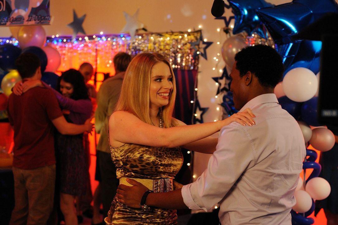 Durch Lisas (Allie Grant, l.) neue beste Freundin Dalia, hat sie sich völlig verändert. Malik (Maestro Harrell, r.) ist deshalb schwer enttäuscht... - Bildquelle: Warner Brothers