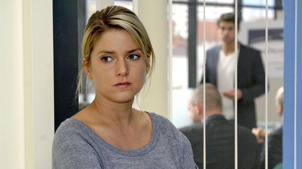 Anna (Jeanette Biedermann, l.) muss traurig mit anhören, wie Gerrit Jonas (Ro...