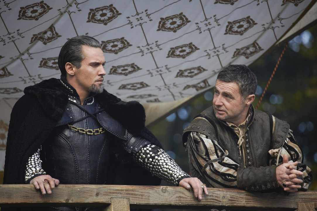 "Nachdem König Henry VIII. (Jonathan Rhys Meyers, l.) Lord Seymour zum ""Admiral of the Fleet"" und Lord Surrey (David O'Hara, r.) zum ""Marshal of the... - Bildquelle: 2010 TM Productions Limited/PA Tudors Inc. An Ireland-Canada Co-Production. All Rights Reserved."