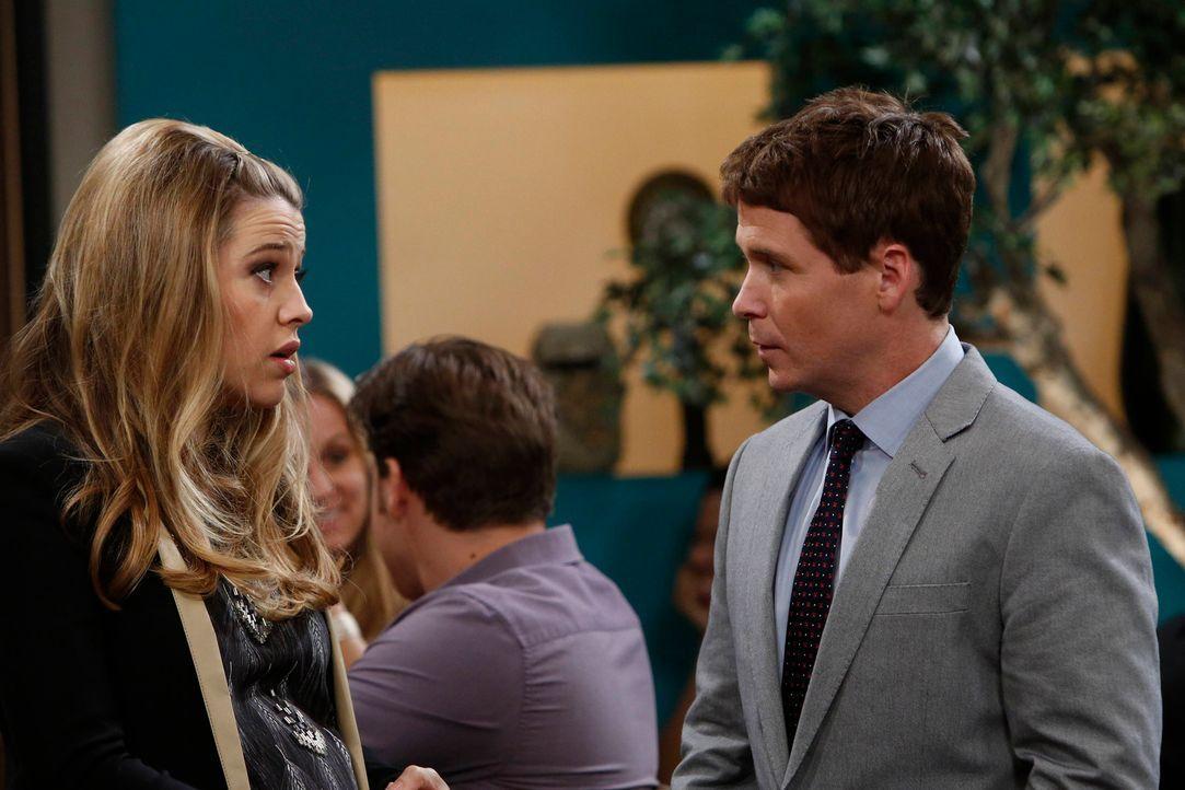 Andi (Majandra Delfino, l.) trifft eine Entscheidung, die ihre Ehe mit Bobby (Kevin Connolly, r.) auf eine harte Probe stellt ... - Bildquelle: 2013 CBS Broadcasting, Inc. All Rights Reserved.