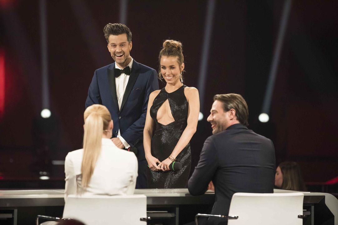 """""""It's Showtime - Das Battle der Besten"""" wird von Annemarie (2.v.r.) und Wayne Carpendale (2.v.l.) moderiert, während Michelle Hunziker (l.), Michael... - Bildquelle: Benedikt Müller SAT.1"""