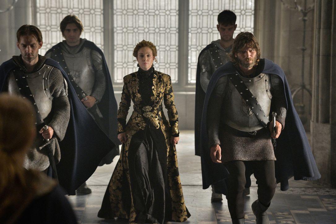 Nach dem Tod ihres Mannes muss Catherine de Medici (Megan Follows, M.) ihre Krone an Mary abgeben, doch das heißt nicht, dass sie auch aufhört, zu r... - Bildquelle: Ben Mark Holzberg 2014 The CW Network, LLC. All rights reserved.