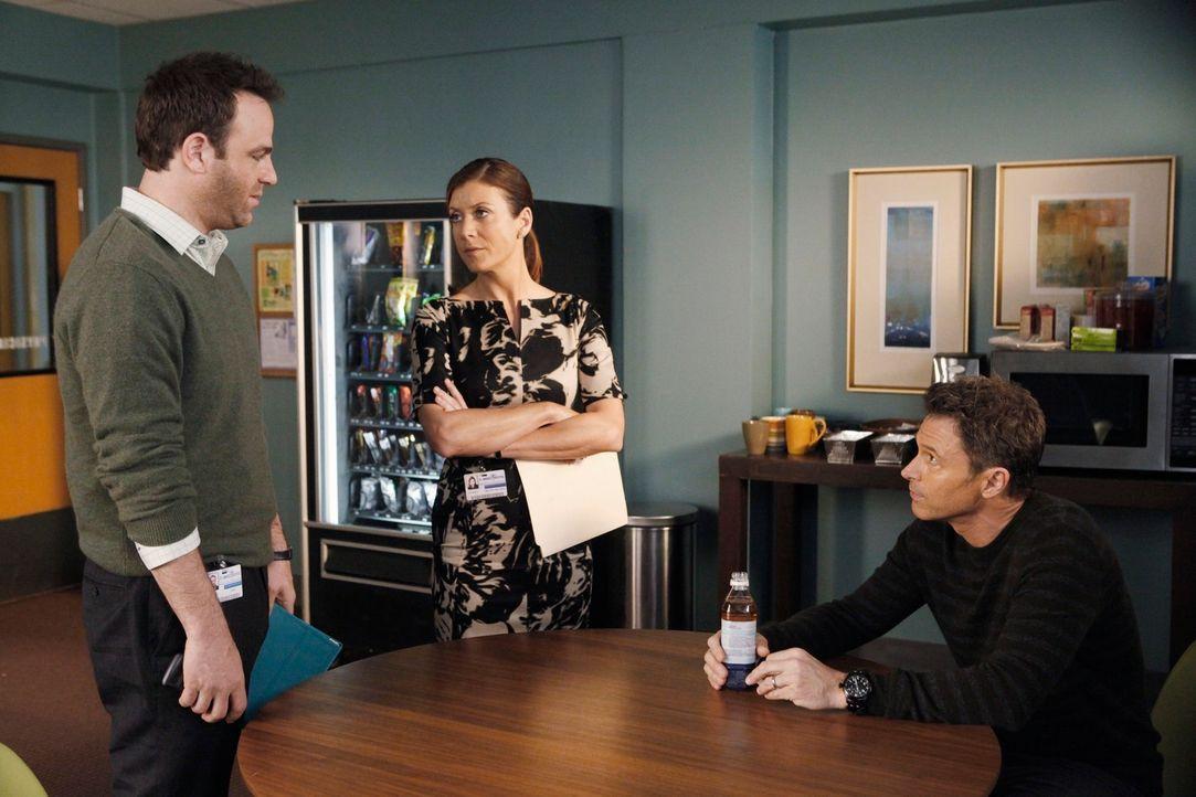 Cooper (Paul Adelstein, l.), Pete (Tim Daly, r.) und Addison (Kate Walsh, M.) behandeln das Baby einer Drogenabhängigen, während Sam mit seiner Sc... - Bildquelle: ABC Studios