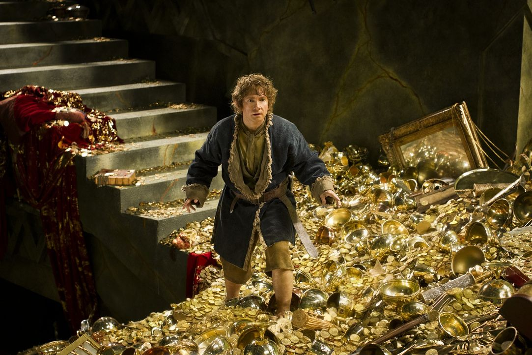 Der Goldschatz des Drachen Smaug ist zum Greifen nahe, ob Bilbo (Martin Freeman) das Ungeheuer besiegen und das Gold einheimsen kann? - Bildquelle: 2013 METRO-GOLDWYN-MAYER PICTURES INC. and WARNER BROS. ENTERTAINMENT INC.
