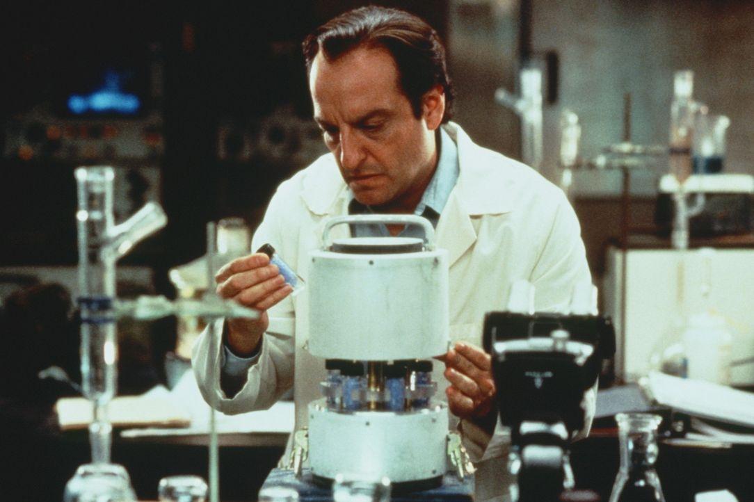 """Der Testlauf, der von Dr. Long (David Paymer) entwickelten Chemiewaffe """"Elvis"""", führt zu einem folgenschweren Desaster ... - Bildquelle: Warner Bros."""