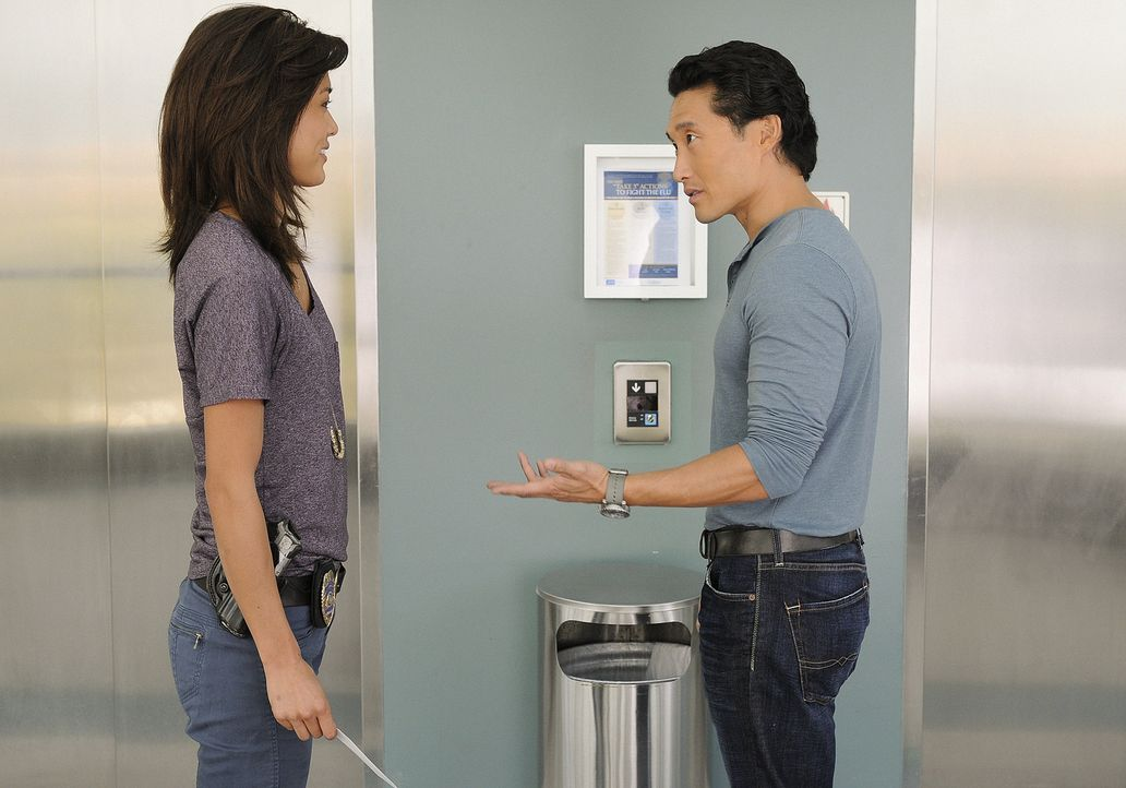 Kämpfen gegen das organisierte Verbrechen auf den sonnenverwöhnten Stränden von Hawaii: Steve (Alex O'Loughlin, r.) und Chin (Daniel Dae Kim, l.) ..... - Bildquelle: TM &   2010 CBS Studios Inc. All Rights Reserved.
