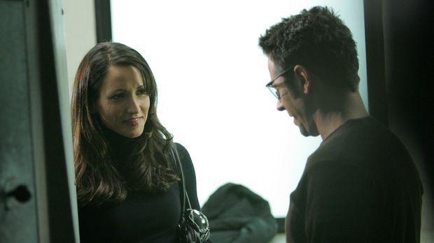Don Eppes (Rob Morrow, r.) gibt der Staatsanwältin Robin Brooks (Michelle Nol...
