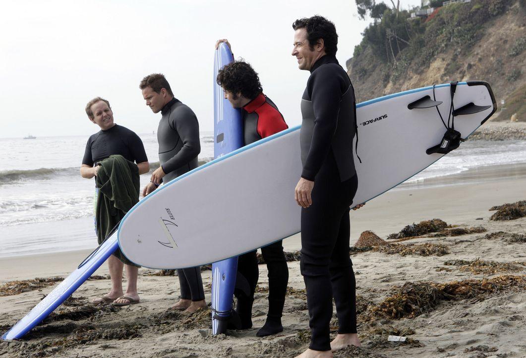 Dons alter Freund Nathan, ein ehemaliger Profi-Surfer, wird auf seinem Surfbrett treibend tot aufgefunden. Was wie ein Unfall aussieht, stellt sich... - Bildquelle: Paramount Network Television