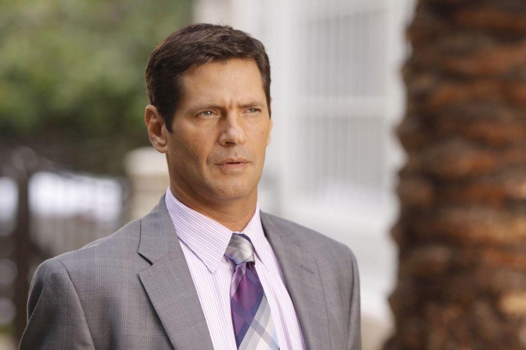 Michael (Thomas Calabro) hätte nicht gedacht, dass er Amanda wiedersehen würde - und freut sich nicht unebdingt über die Überraschung... - Bildquelle: 2009 The CW Network, LLC. All rights reserved.