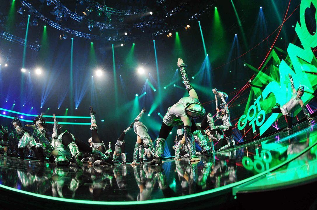 Got-To-Dance-Kosmosgruppe-06-SAT1-ProSieben-Willi-Weber - Bildquelle: SAT.1/ProSieben/Willi Weber