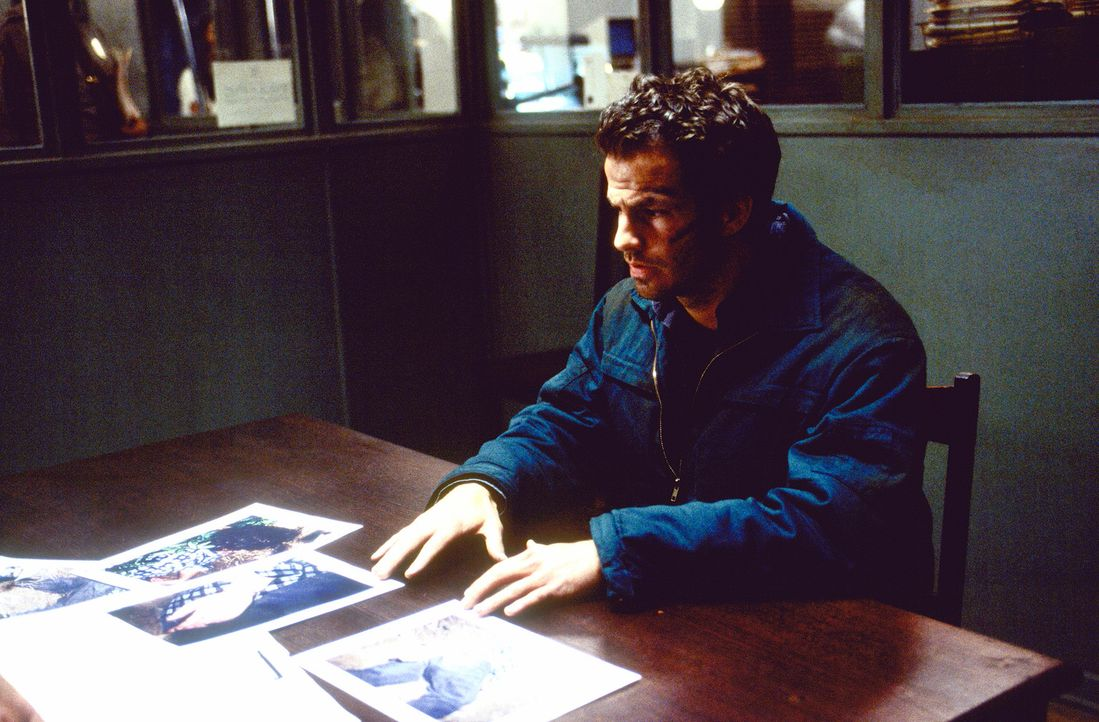 Bereits in der Kindheit hat Kyle (Chaney Kley) mit Zahnfee Mathilda schon einmal böse Erfahrungen gemacht: Er wachte genau in dem Moment auf, als d... - Bildquelle: 2004 Sony Pictures Television International. All Rights Reserved.