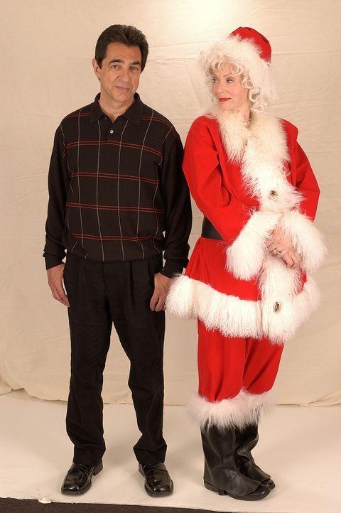 Als seine Frau (Jean Smart, r.) über eine Trennung nachdenkt, steht Frank Griffin (Joe Mantegna, l.) heile Welt auf dem Kopf. Kurz nach dieser Enth... - Bildquelle: TM &   2009 CBS Studios Inc. All Rights Reserved.