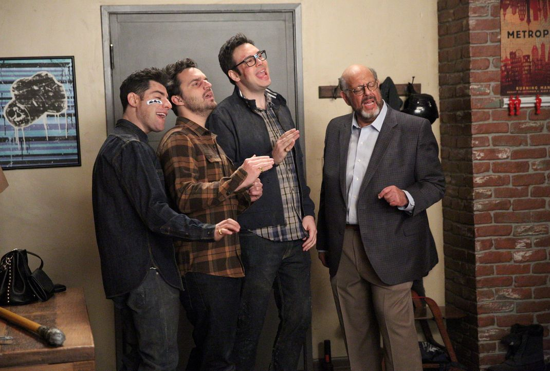 Geben ihr Bestes, um Winston bei seiner Gefühlsoffenbarung zu unterstützen: Schmidt (Max Greenfield, l.), Nick (Jake Johnson, r.), Robby (Nelson Fra... - Bildquelle: Adam Taylor 2016 Fox and its related entities.  All rights reserved.