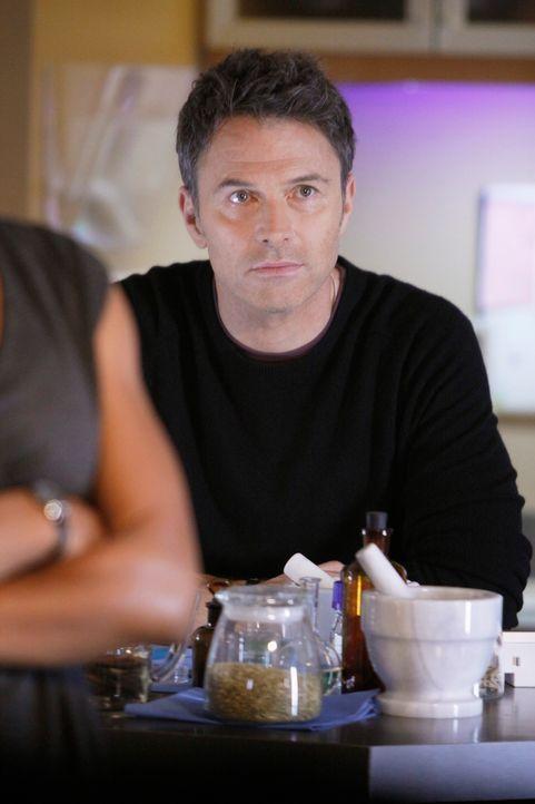Noch scheint mit dem neuen mechanischen Arm ihres Patienten alles in Ordnung zu sein, doch schon bald, muss Pete (Tim Daly) Colin wegen einer Infekt... - Bildquelle: ABC Studios