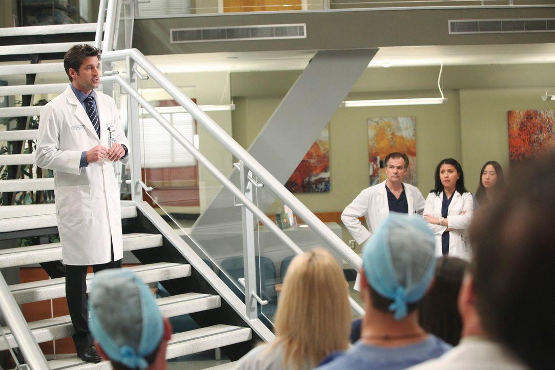 Teilt dem Mitarbeitern die Veränderung im Seattle Grace Hospital mit: Derek (Patrick Dempsey, l.) ... - Bildquelle: Touchstone Television