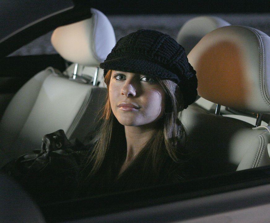 Kaitlin (Willa Holland) macht eine Entdeckung, aus der sie sich Profit, durch Erpressung, erhofft ... - Bildquelle: Warner Bros. Television