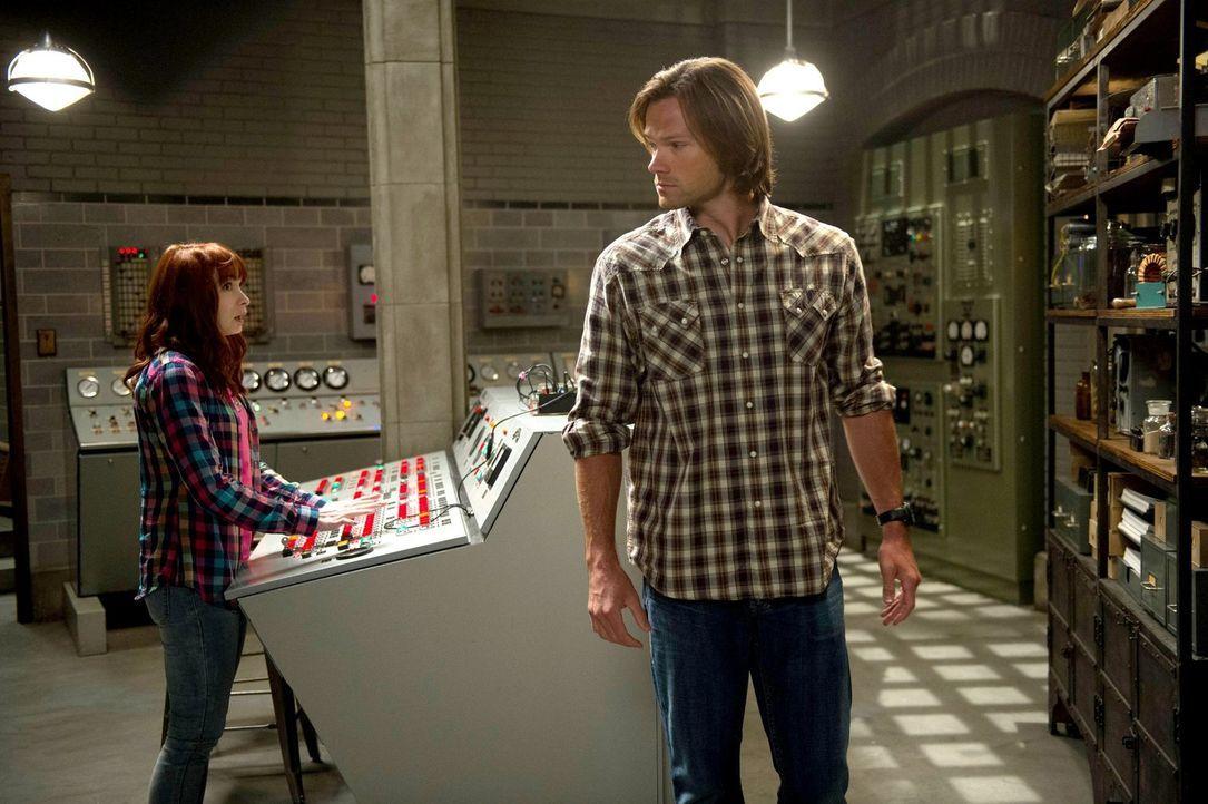 Charlie (Felicia Day, l.) wünscht sich mehr Magie bei der Jagd. Dieser Wunsch wird ihr schneller erfüllt, als Sam (Jared Padalecki, r.) ahnt ... - Bildquelle: 2013 Warner Brothers