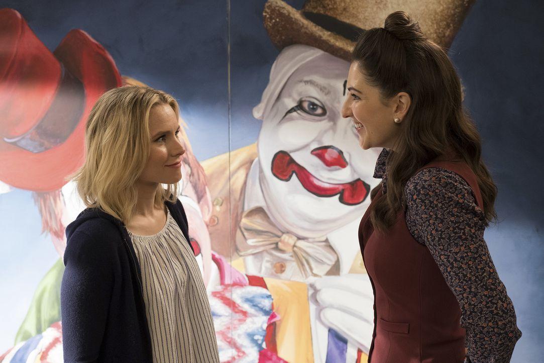 Wird Eleanor (Kristen Bell, l.) wirklich eine selbstsüchtige Entscheidung treffen und auch noch Janet (D'Arcy Carden, r.) mit hineinziehen? - Bildquelle: Colleen Hayes 2017 Universal Television LLC. ALL RIGHTS RESERVED.